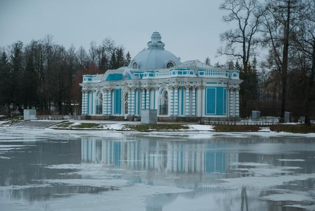 RUSIA - BALALAYKA A SAN PETERSBURGO